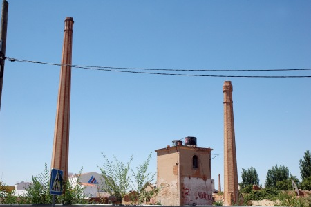Chimeneas de Bodega Valentín Casasjuana, Tomellosos (Ciudad Real). Autora: Gracia López Patiño